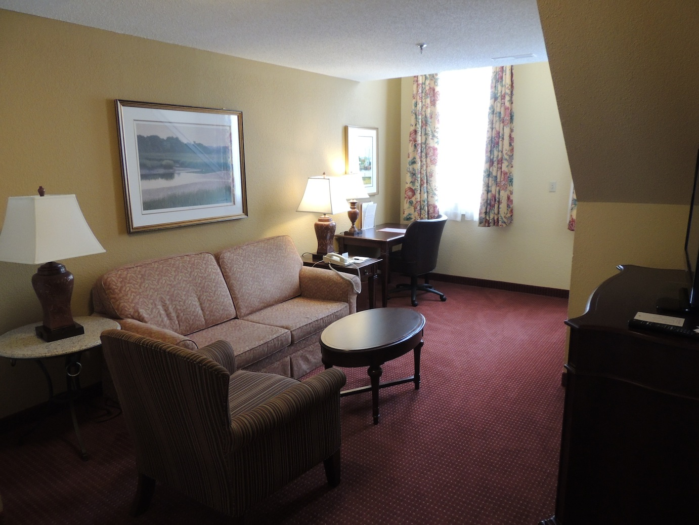 Hilton doubletree charleston downtown historic district for Living room suit