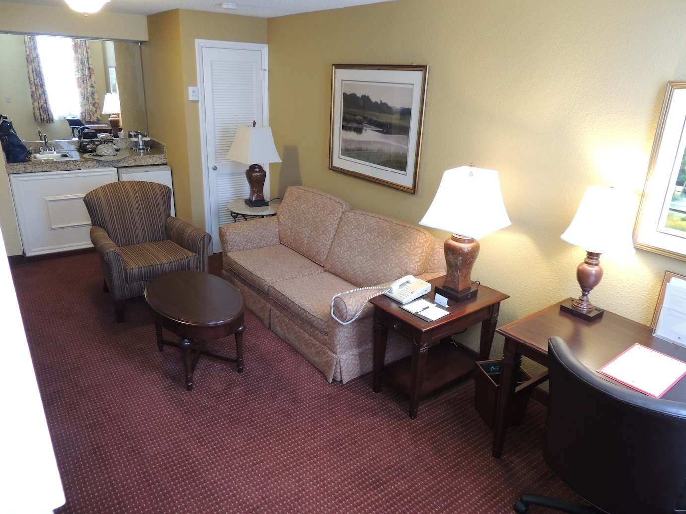 Hilton doubletree charleston downtown historic district for Sitting room suites
