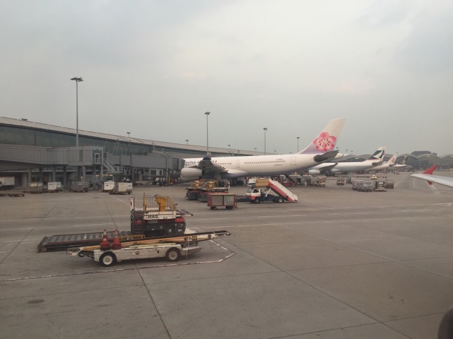 Planes in Hong Kong: China Airlines, Cathay Pacific, Air China, Singapore Airlines